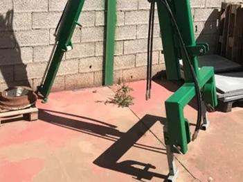 Maquinaria agrícola pluma fija con extensible para la aceituna.