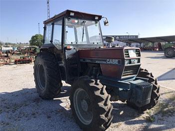 Se vende tractor case 685 doble tracción con cabina homologada en perfectas condiciones.